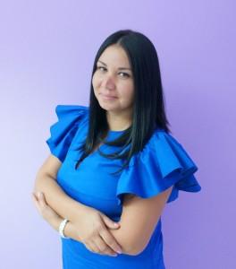 Nhân viên tiếp khách Natalie Rybak
